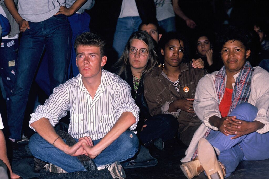 Multiracial crowd at Voëlvry concert.